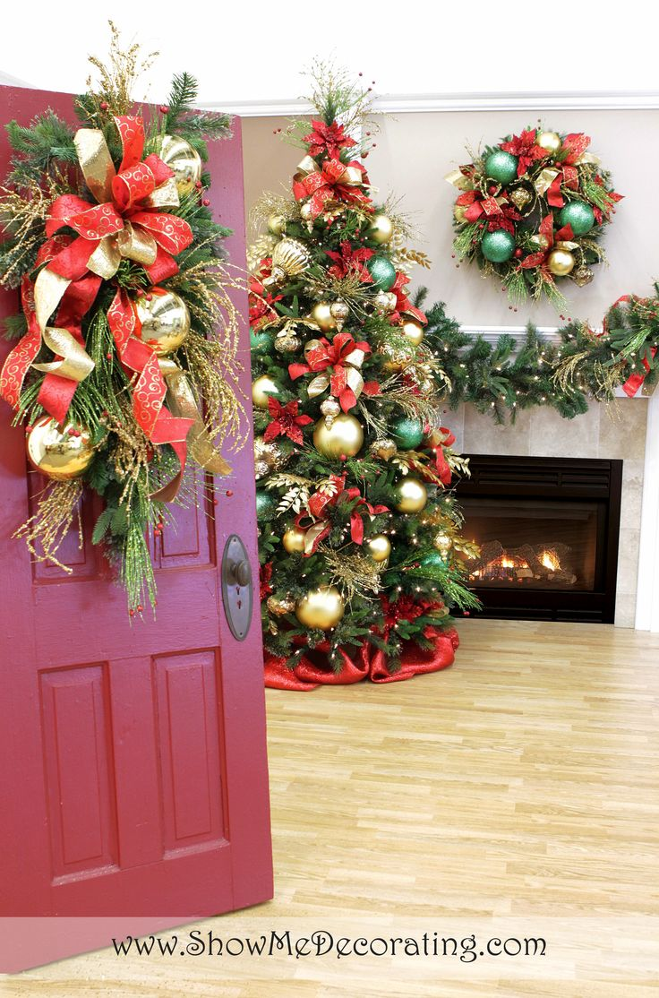 Red and gold christmas decoration ideas - Show Me Ideas For Christmas Door Decor Traditional Red And Green Never Looked So Good