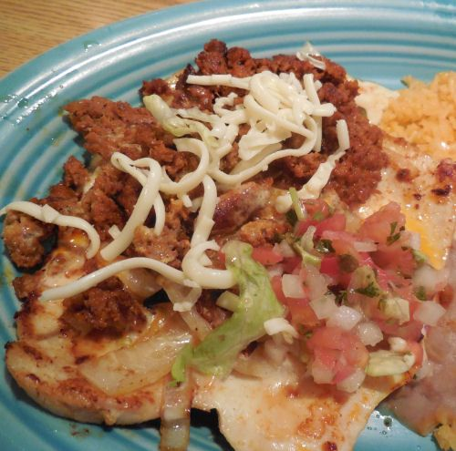 This recipe for Chori Pollo combines chicken with chorizo sausage meat for a tasty Mexican meal. It is a staple dish of many Mexican restaurants.