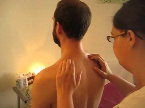 Comment faire un massage pour soulager les douleurs dans la zone cervicale - YouTube