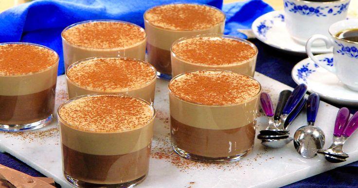 Ljuvlig chokladbavaroise med två sorters choklad. Bavaroise är som en blandning mellan pannacotta och mousse. Desserten går utmärkt att förbereda flera dagar i förväg och förvaras antingen i kylen eller frysen.