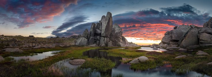 The #Kosciuszko National Park, #Australia. It is located in the southeastern corner of New South Wales and south west of Sydney. Adjacent to the Alps National Park in Victoria and the Namadgi National Park. It covers 6900 kilometers square (2,700 square miles) and contains the highest peak of continental Australia, Mount Kosciuszko, from which it takes its name.