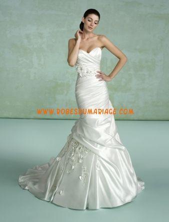 Kittychen sans bretelle empire glamour col en cœur robe de mariée avec traîne satin Style Ameta