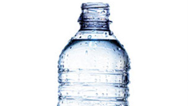 Fini l'eau en bouteille à l'UdeM et à Polytechnique http://www.radio-canada.ca/regions/Montreal/2013/08/21/002-universite-montreal-polytechnique-eau-bouteille.shtml