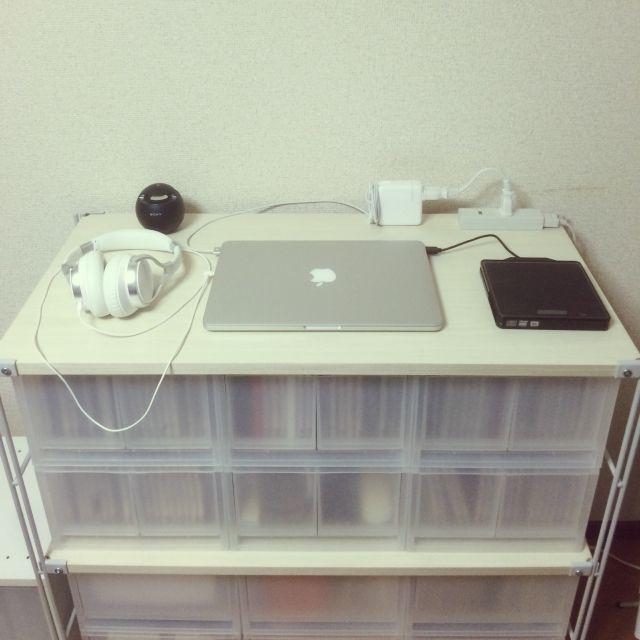 kinitoさんの、シンプル,一人暮らし,無印良品,音楽周り,CD収納,DVD収納,ポリプロピレンケース,スチールユニットシェルフ,MacBook,棚,のお部屋写真