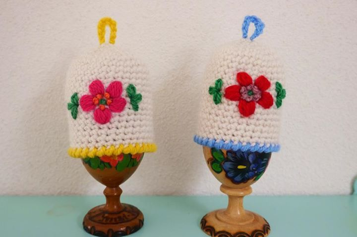 Crocheted eggcosy with embroidery