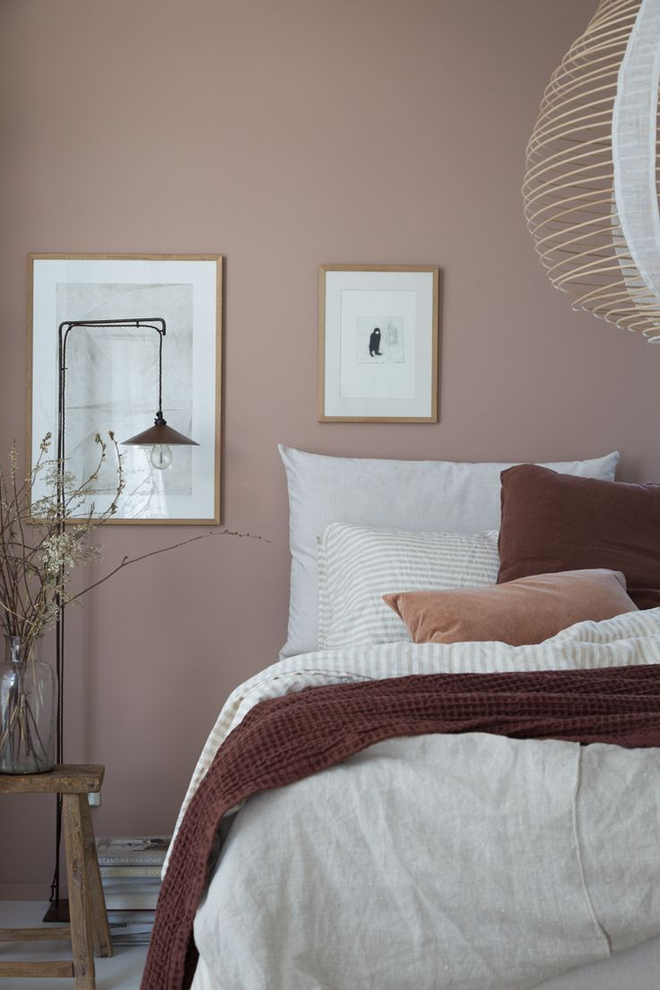 Pink And Brown Colour Scheme In Scandinavian Bedroom Pink Bedroom Walls Dusty Pink Bedroom Home Decor Bedroom