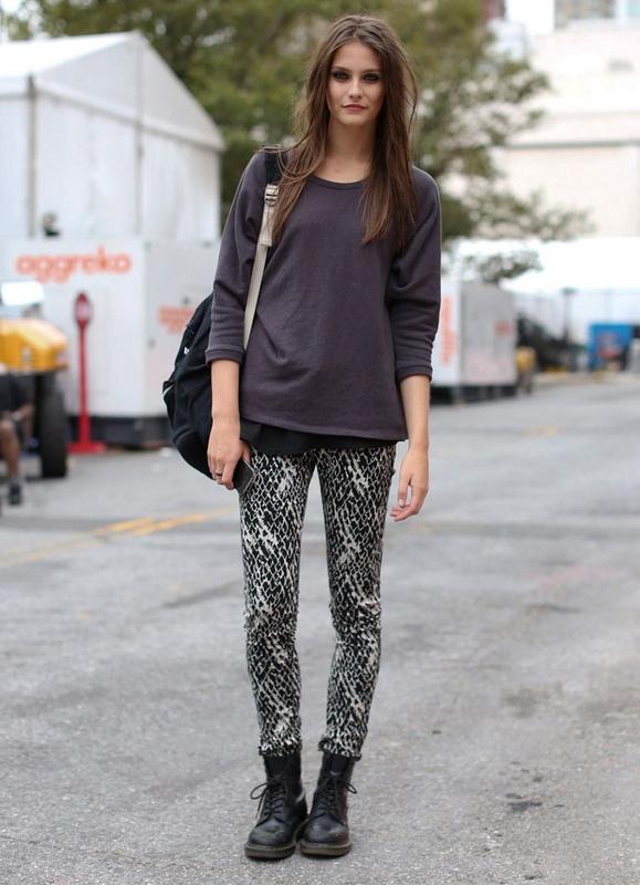 Estampados 'it': Models Off Duty, Street Fashion, Fashion Beautiful, Fashion Week, Spring Summer, Street Style Fashion, New York Fashion, Models Street Style, Black Tops