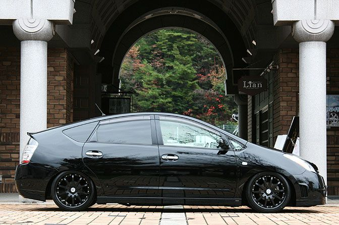 Slammed, murdered out.  CAR SPOTLIGHT>> AIMGAIN PRIUS — Speedhunters