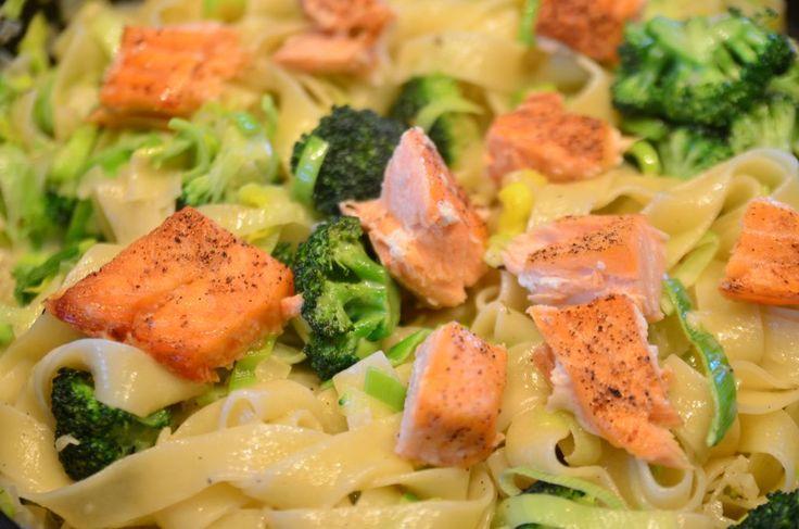 Pasta med laks og brokkoli