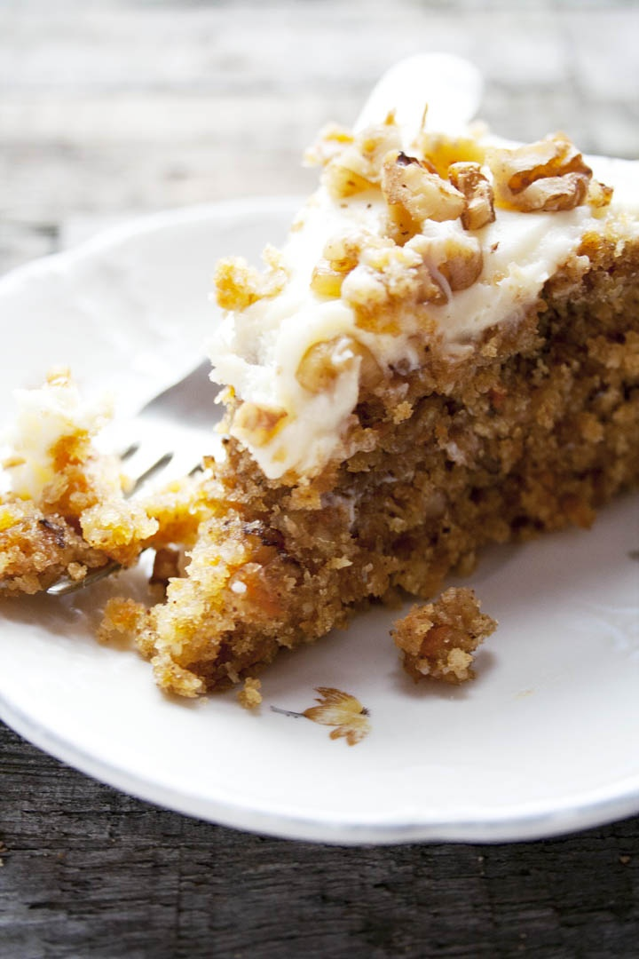 Carrotcake with walnut and cocos, worteltaart met walnoten en kokos. See the recipe on my blog | etenuitdevolkstuin.nl