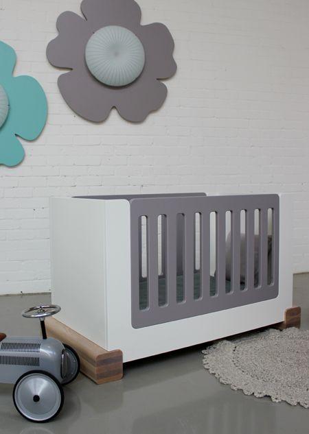 Gimmii Magazine I STOER - babyledikant - UKKEPUK meubels Lees meer over de 4 collecties met kenmerken stoer, retro, grafisch of rustig strak: http://www.gimmii.nl/kids/ukkepuk-meubels-kinderkamer/ #kids #kindermeubels