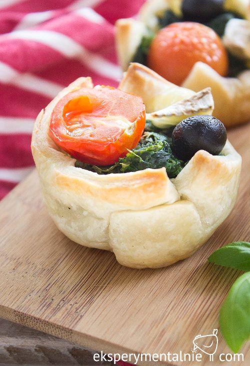 Ciasto francuskie ze szpinakiem – przekąski na Sylwestra / Spinach Puff Pastry Appetizers