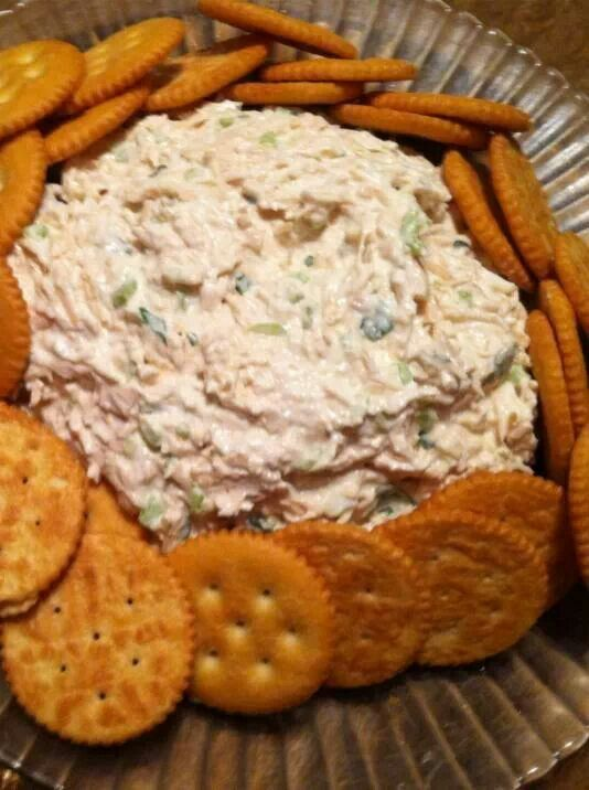 Chicken dip with cream cheese by Ruthy Ingredients: 2 cans of chicken breast in water 1 8oz cream cheese Fresh parsley Half of light green pepper Onions or scallions (optional) Salt & pepper to taste Finely chop light green pepper and parsley. Drain can of chicken and shred it. Mix all ingredients together in a bowl. Put in the middle of a 10 inch plate and serve with ritz or your favorite crackers. — with Puerto Rican Recipes