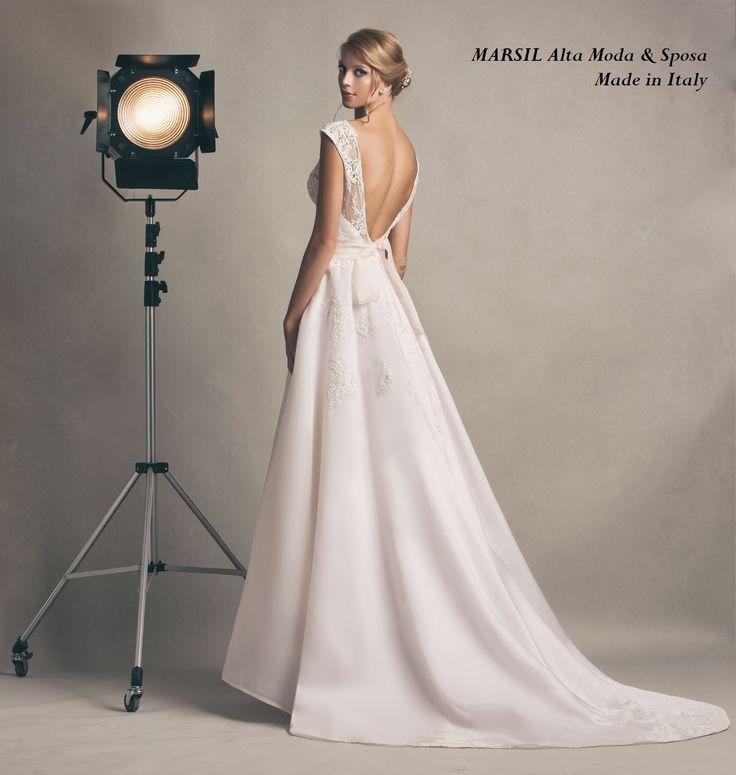 Greta, In organza in seta color cipria e delicati ricami a mano, con #scollatura profonda. #marsilmodasposa #weddingdress #bridaldress #madeinitaly