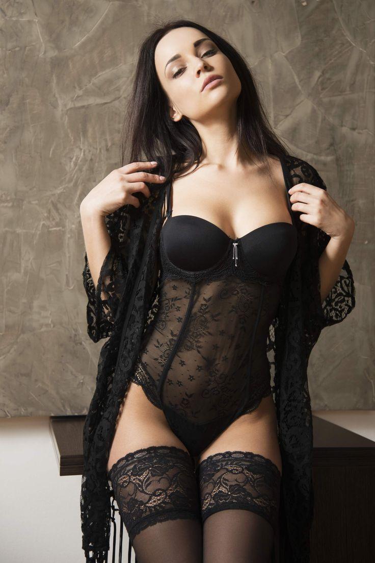 Девушка в черном нижнем белье частное