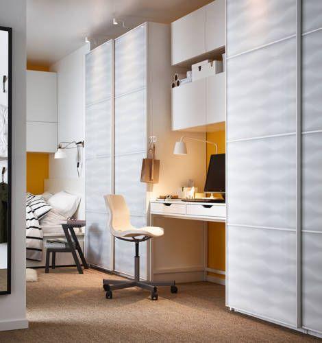 Besta schuifdeuren voor onder de hoogslaper als ruimtebesparende wand/ deur naar de badkamer.  IKEA Catalogus 2015