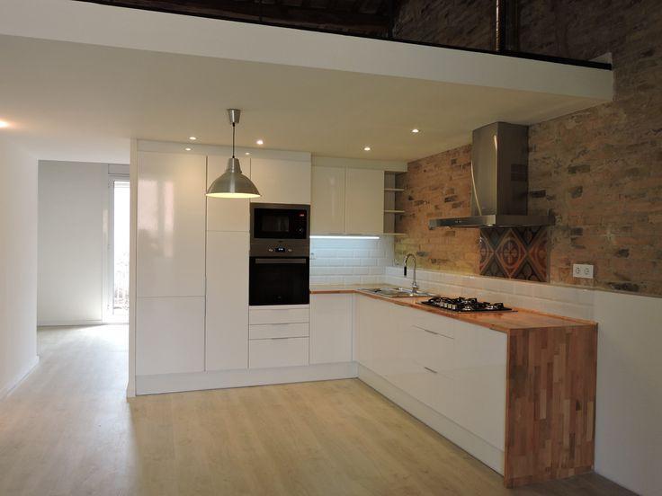 doble altura barandillas mobiliario de cocina barras de cocina iluminacion loft griferia baldosas