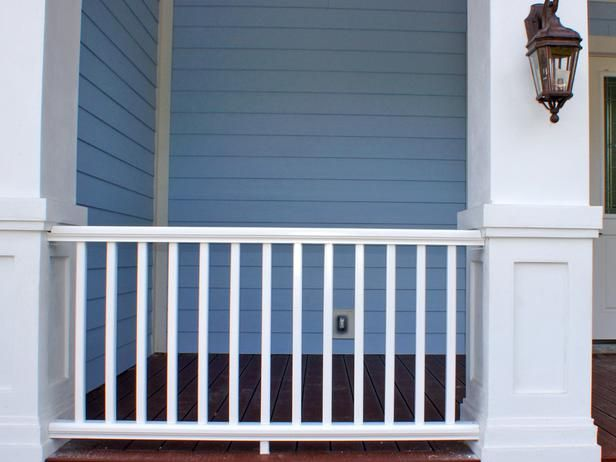 Best 25 front porch railings ideas on pinterest porch for Front balcony railing