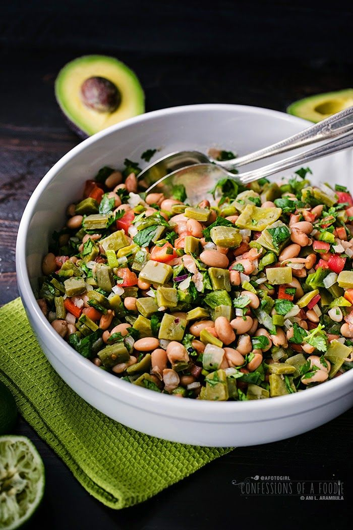 Confessions of a Foodie: Enselada de Nopales (Cactus Salad with fresh beans) -- vegan, gluten free and diabetic-friendly, this salad is refreshing and a nutrient dense food.