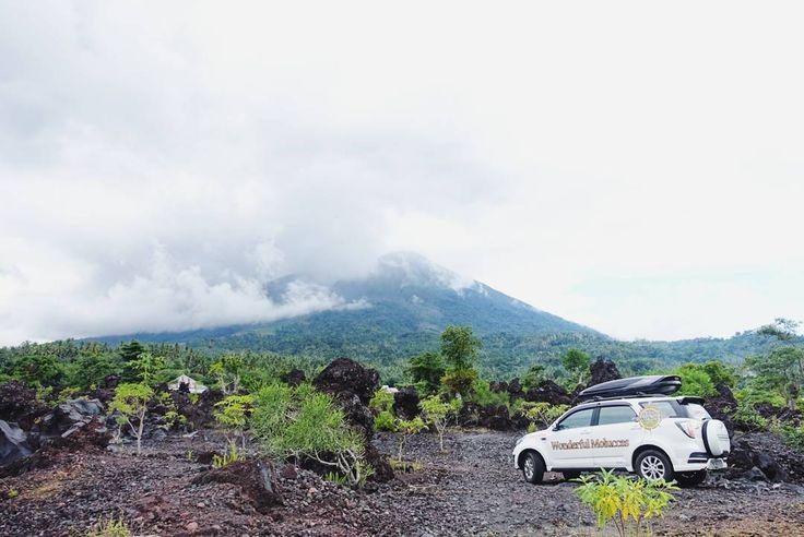 Kalau denger Ternate di televisi kata yang paling sering disebut adalah Gunung Gamalama. Saya pun paling penasaran dengan gunung ini . Faktanya seluruh Pulau Ternate merupakan bagian dari gunung yang masih aktif ini. Karena masih aktif katanya hampir tiap bulan masyarakat ternate pasti merasakan gempa vulkanik . Jika kalian ingin melihat bagaimana hebatnya efek letusan Gunung Gamalama  berarti kalian harus mengunjungi Batu Angus yang merupakan lokasi lava sisa letusan Gunung Gamalama pada…