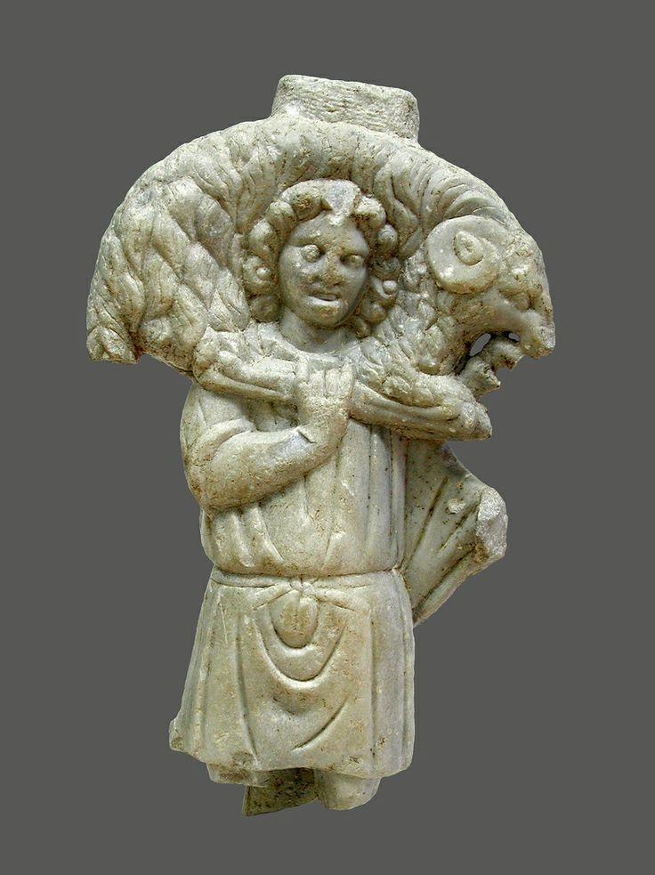 Buen Partor. Escultura en marmol localizada en Pago de Quiciliana, Gádor (Almería). Se trata de un hallazgo ocasional a finales del siglo XIX. Periodo Paleocristiano. Es uno de los 3 ejemplares de bulto redondo conservados en España y parte de la veintena existente en todo el mundo de esta precoz tipología de representación simbólica de Cristo. Por su tamaño y disposición, se ha señalado que pudiera haber servido como pie de altar en una iglesia.