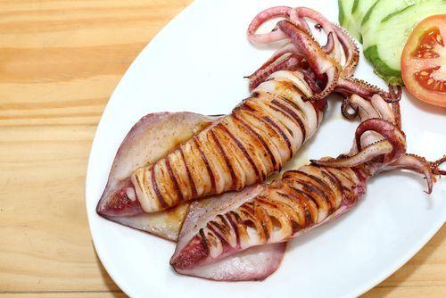 ¡Estos calamares al horno light son una delicatessen! #calamaresalhorno #calamares #calamareslight #calamaresbajosengrasas #recetassaludables #recetasligeras