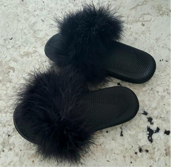 Living in Threads Faux Fur Nike Sandals in Noir as seen on Kylie Jenner