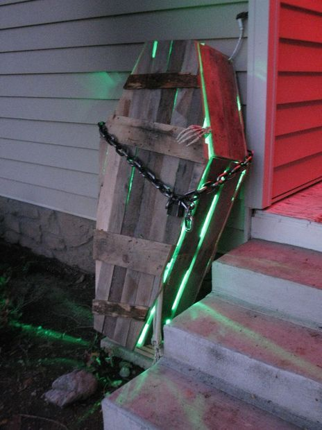 Picture of Pallet Halloween Coffin Decoration #Halloween