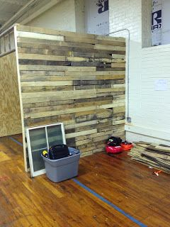 antique booth construction- palet wall