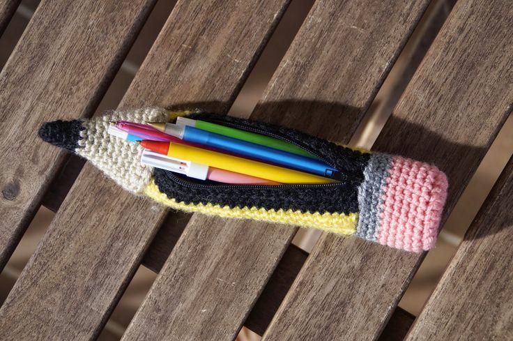 Estuche con forma de lapiz hecho a croche/amigurumi. Amigurumi/croche pencil pencil case
