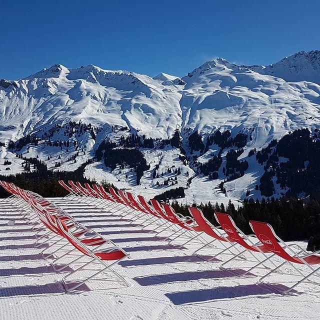 Wo wohl all die Leute sind? Auf den Ski natürlich. Phantastische Bedingungen heute. #nofilter