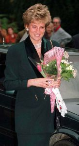 Princess Diana, One Day One Dress: 17th January 1995, School for the blind, LeatherHead, Surrey  Amanda Wakely suit