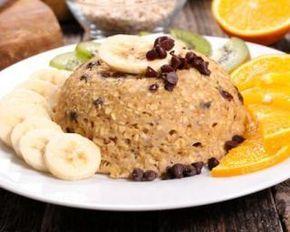Bowl cake aux flocons d'avoine, à la banane et aux pépites de chocolat : http://www.fourchette-et-bikini.fr/recettes/recettes-minceur/bowl-cake-aux-flocons-davoine-a-la-banane-et-aux-pepites-de-chocolat.html
