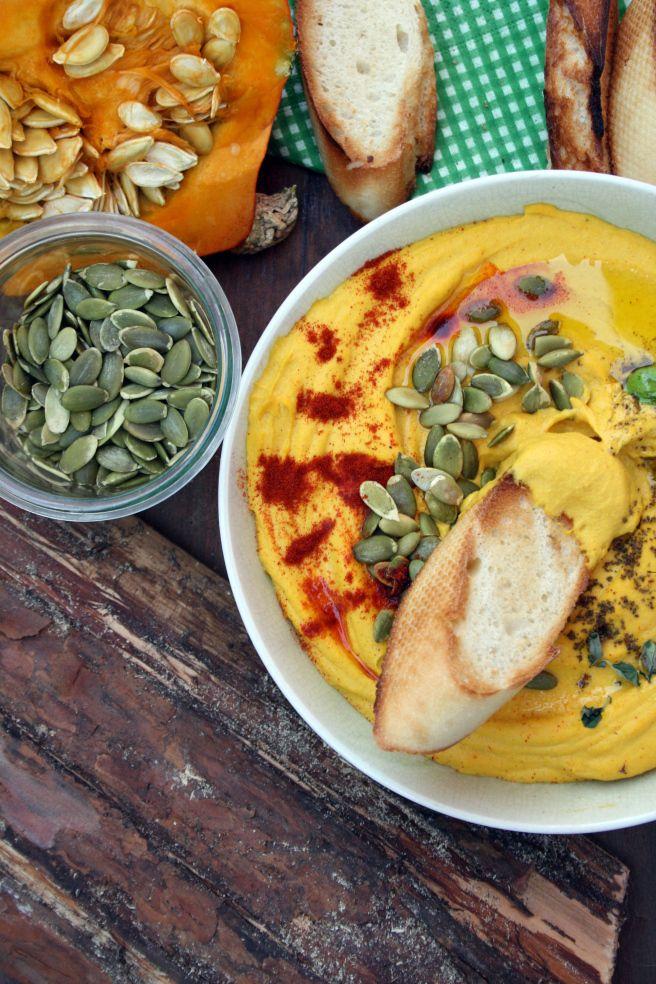 Hummus dyniowy, czyli znana i lubiana pasta z ciecierzycy poszła w tango z pieczoną dynią Hokkaido.