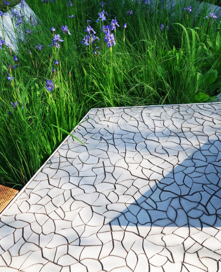 Cracked earth by kaza concrete debuts at 39 rbc waterscape for Waterscape garden designs