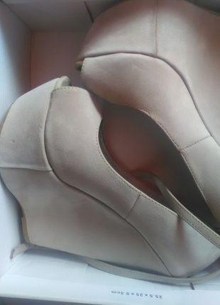 Kup mój przedmiot na #vintedpl http://www.vinted.pl/damskie-obuwie/na-wysokim-obcasie/14537445-bezowe-buty-na-koturnie-stan-idealny