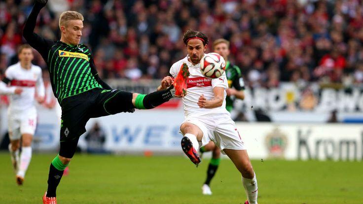 VfB Stuttgart Spieler verstümmeln sich selbst - VfB-Abwehrspieler Georg Niedermeier verletzt sich gegen Gladbach an der Hand http://www.bild.de/sport/fussball/vfb-stuttgart/verstuemmelt-sich-selbst-39592094.bild.html