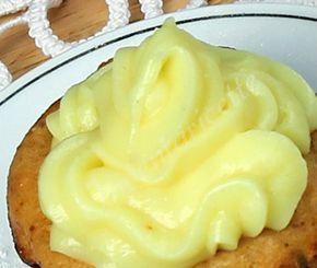 La mia crema pasticcera senza uova al limone è identica alla crema pasticcera classica: per colore, per densità, per aroma, per consistenza. Bastano pochi