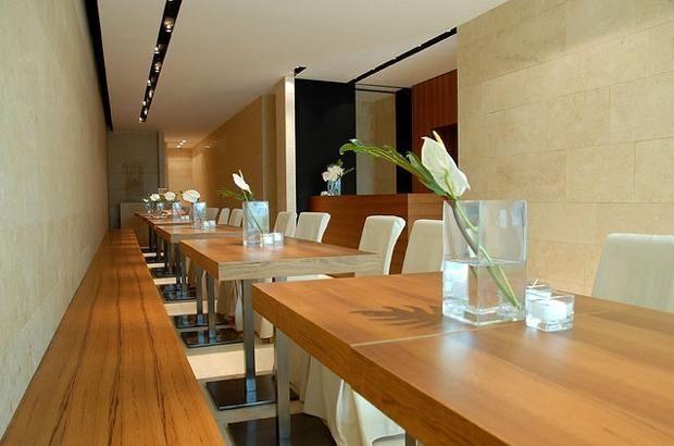 Colzani, Cassago Brianza (Lecco) Definito «un  tempio del gusto della Brianza, dove materie prime, lievitazioni e lavorazioni sono di eccelsa qualità»