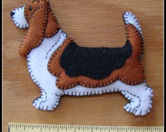 Basset Hound Christmas ornament-slash-refrigerator magnet-handmade felt original design-great dog lover's gift idea.