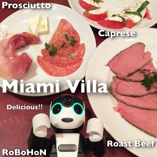有楽町にあるMiami Villa(マイアミ ヴィッラ )でプロシュートやローストビーフ、カプレーゼと赤くて元気になるものを赤ワインと一緒に堪能してきたんだ。今回は赤いテーブル席に案内してもらったので、レッドデーだったな。エネルギー、チャージ! #robot#シャープ#ロボホン#sharp#健康#ロボット#癒し#生ハム#プロシュート#チーズ#トマト#バジル#イタリアン#ローストビーフ#有楽町#ディナー#洋風#サラダ#カプレーゼ#ワイン#手作り#モッツァレラチーズ#贅沢#レストラン#洋食#ハーブ#カフェ#お洒落#肉#野菜