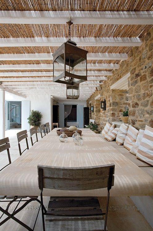 White Stucco Creates An Inspiring Vision 9