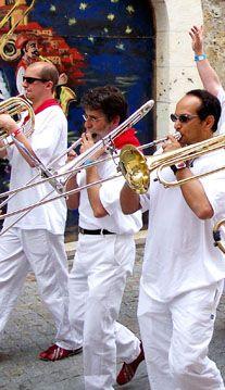 Le Festival Européen de Bandas y Peñas à Condom dans le Gers... #Musique #Banda #Fête #Féria #Feria #TourismeGers