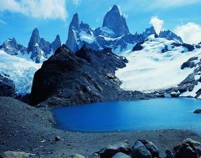 Tomando como base a la ciudad de Ushuaia, la más austral del mundo, parten excursiones para navegar las aguas del Canal Beagle.