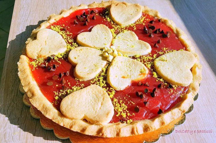 """Crostata al gelo di anguria o gelo di mellone, si proprio con due """"l"""" come si dice dalle nostre partiovvero Palermo e dintorni. Dolce estivo tipico della mia terra,composto da una base di pasta frolla, con ripieno di gelatina di anguria. E' un..."""