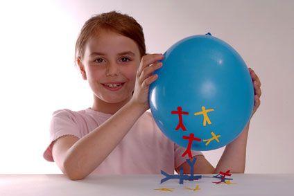 Experimente mit Luft: Experiment für Kinder: Hüpfende Papiermännchen