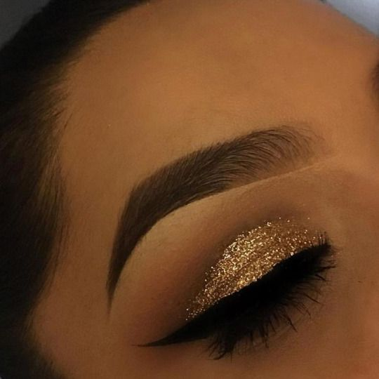 Gold Glitter cut crease is just PERFECT