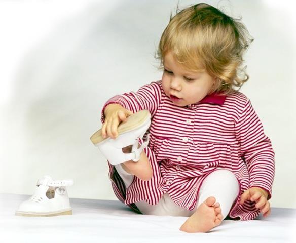 Как подобрать обувь младенцу