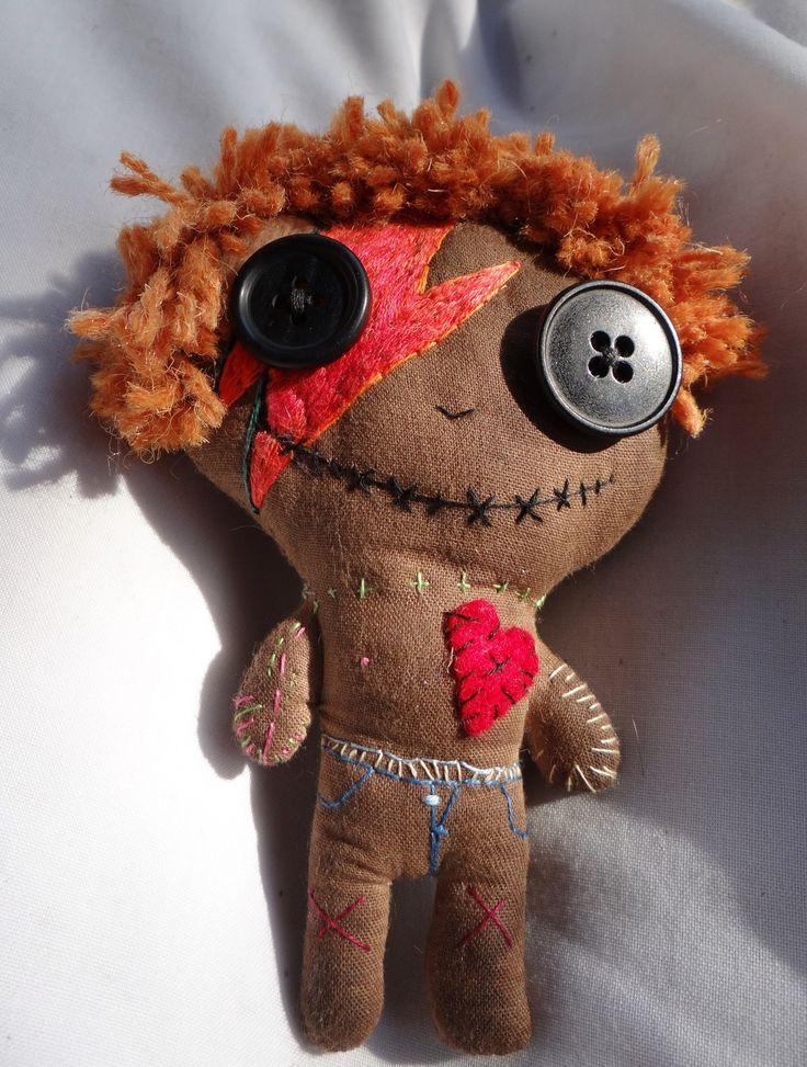 Poupée vaudou - Soft voodoo doll - brodée main - David Bowie Inspiration