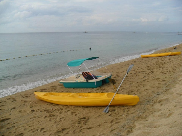 Sand, sea, and kayak. Batanggas.